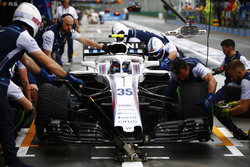 Sergey Sirotkin, Williams FW41 Mercedes pit stop