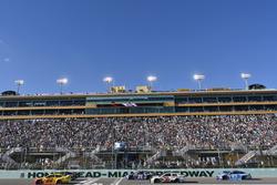 Joey Logano, Team Penske Ford, Chase Elliott, Hendrick Motorsports Chevrolet