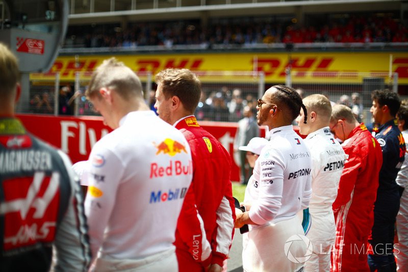 Suasana upacara lagu kebangsaan jelang balapan GP Spanyol