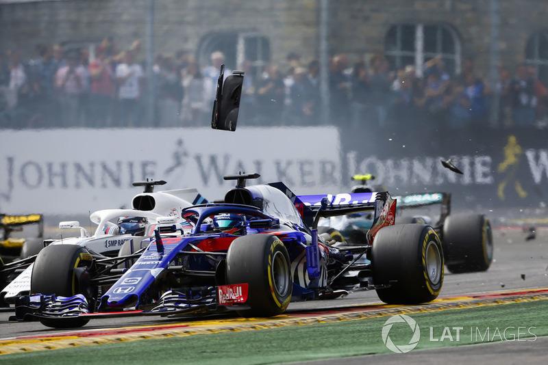 Brendon Hartley, Toro Rosso STR13, por delante de Lance Stroll, Williams FW41, al inicio