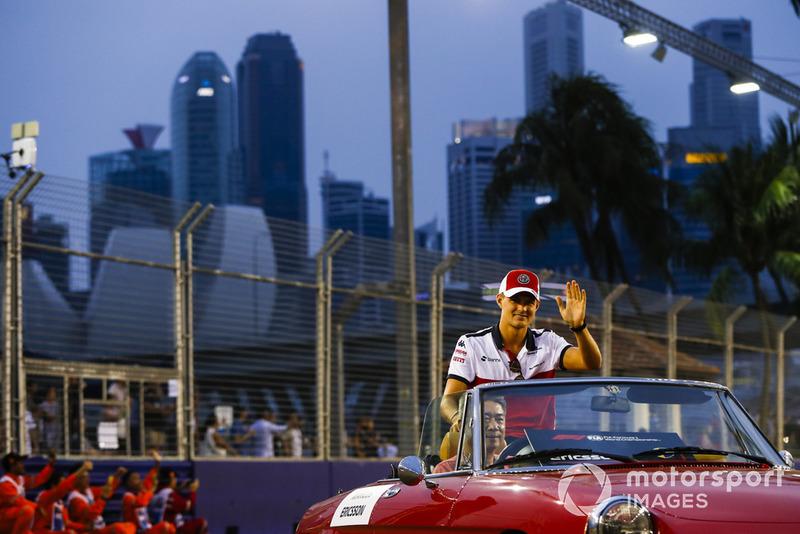 Marcus Ericsson, Alfa Romeo Sauber F1 Team, on the drivers' parade