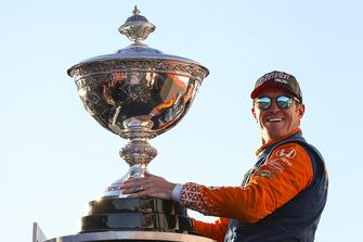 Scott Dixon, Chip Ganassi Racing Honda, with Astor Cup