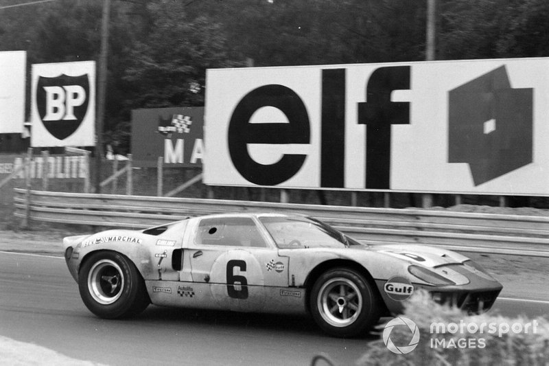 #6 John Wyer Automotive Engineering Ltd, Ford GT40: Jacky Ickx, Jackie Oliver