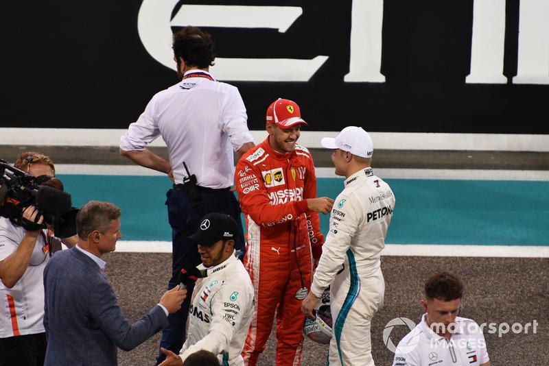 Sebastian Vettel, Ferrari e Valtteri Bottas, Mercedes AMG F1, nel parco chiuso