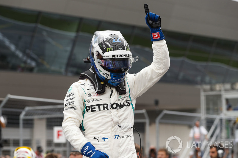 Valtteri Bottas, Mercedes AMG F1, celebra la pole en el GP de Austria
