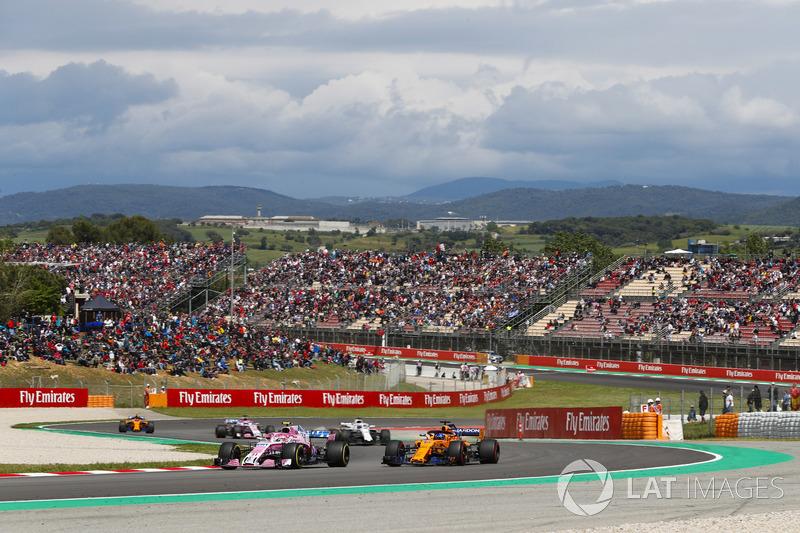 Esteban Ocon, Force India VJM11, Fernando Alonso, McLaren MCL33