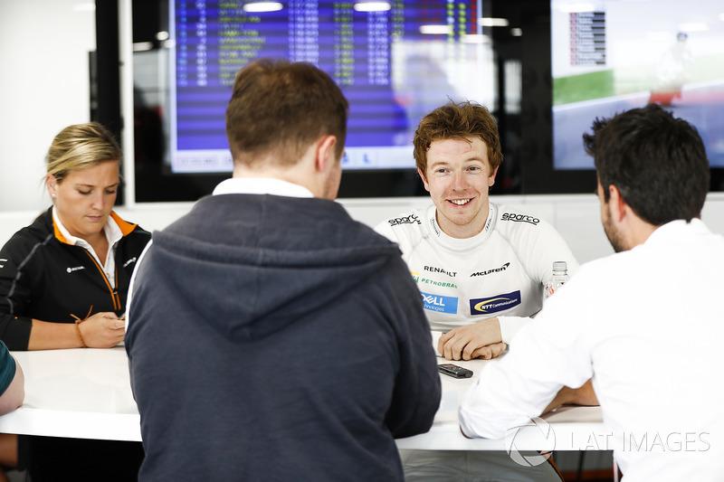 Oliver Turvey, Test Driver, McLaren, con los medios