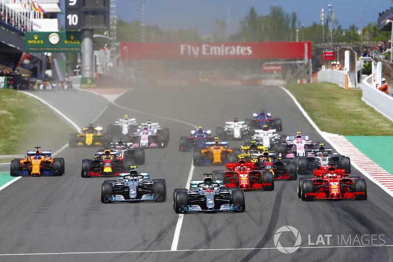Arrancada: Lewis Hamilton, Mercedes AMG F1 líder