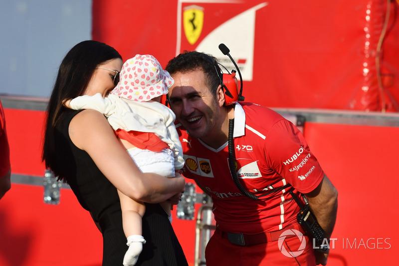 Minttu Virtanen, vrouw van Kimi Raikkonen, Ferrari, met dochter Rianna Raikkonen