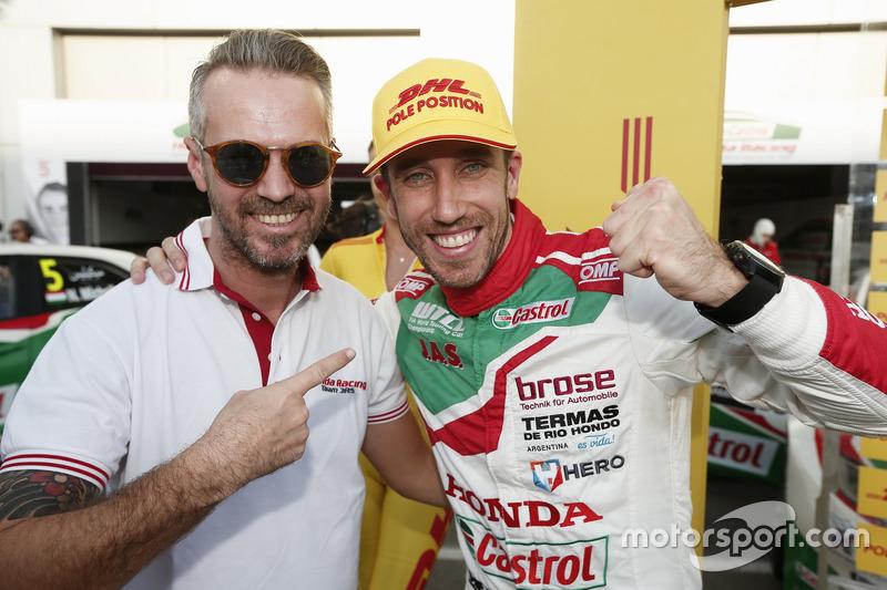 Pole position for Esteban Guerrieri, Honda Racing Team JAS, Honda Civic WTCC with Tiago Monteiro, Honda Racing Team JAS, Honda Civic WTCC