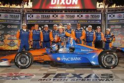 Scott Dixon, Chip Ganassi Racing Honda fête sa victoire sur la Victory Lane avec son équipe