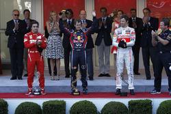 Podio: ganador de la carrera Sebastian Vettel, Red Bull Racing, segundo lugar Fernando Alonso, Ferrari, tercer lugar Jenson Button, McLaren