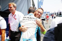 Sébastien Buemi, Renault e.Dams, celebates with his team after taking Pole Position