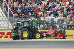 Sebastian Vettel; Ferrari SF71H kaza yaparak yarış dışı kalıyor