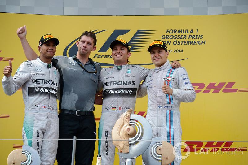 Podyum: Lewis Hamilton, Mercedes AMG F1, James Vowles, Mercedes AMG F1 Şef Stratejisti, yarış galibi Nico Rosberg, Mercedes AMG F1 ve Valtteri Bottas, Williams