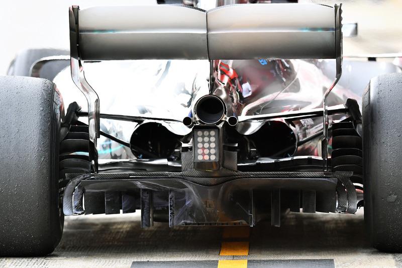 تفاصيل القسم الخلفي لسيارة مرسيدس دبليو09