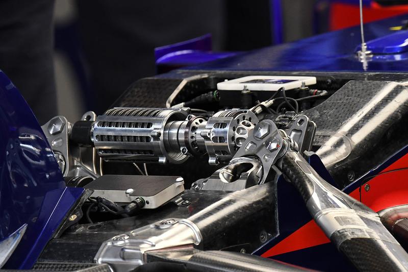 Передня підвіска Scuderia Toro Rosso STR13