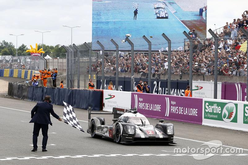 1e: #2 Porsche Team Porsche 919 Hybrid: Romain Dumas, Neel Jani, Marc Lieb winnen