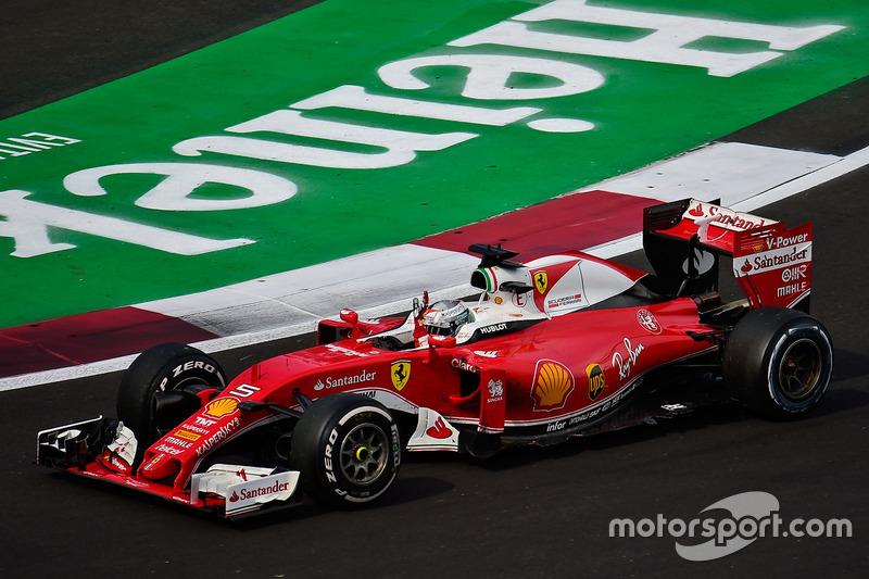 Sebastian Vettel, Ferrari SF16-H salue la foule à la fin de la course