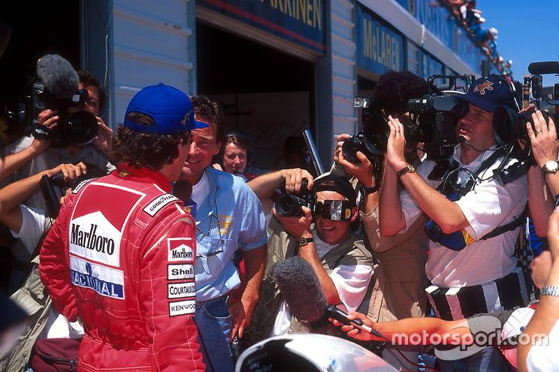 Ayrton Senna, McLaren es entrevistado por Barry Sheene
