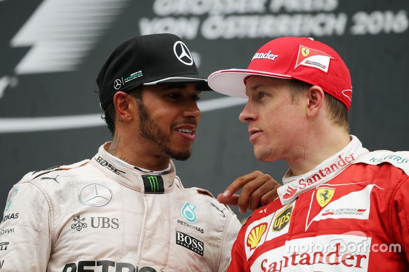 Il vincitore della gara Lewis Hamilton, Mercedes AMG F1 sul podio