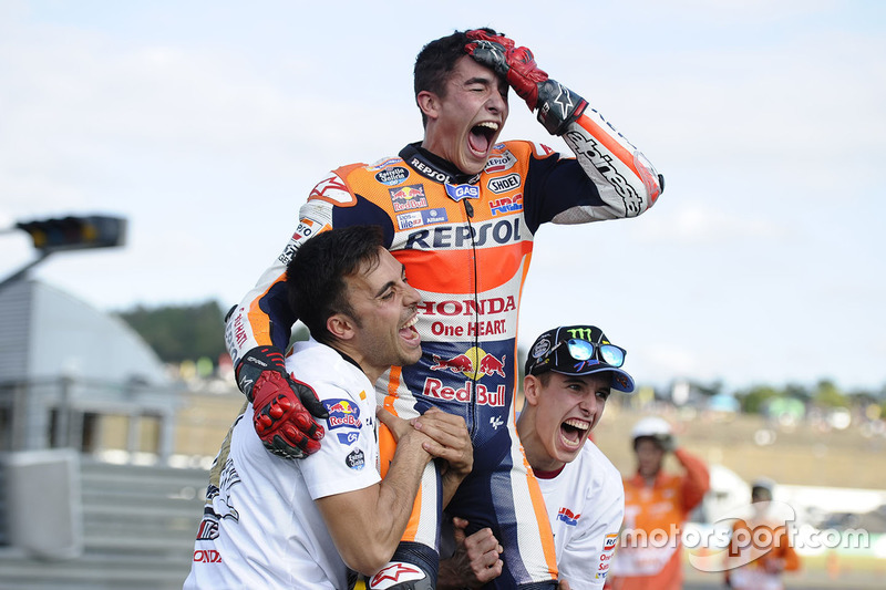 "<img src=""http://cdn-1.motorsport.com/static/custom/car-thumbs/MOTOGP_2017/RIDERS_NUMBERS/Marquez.png"" width=""50"" /> #29 GP du Japon 2016"