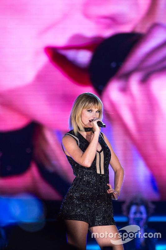 Taylor Swift, chanteuse, lors d'un concert au COTA