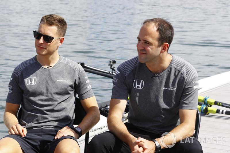 Stoffel Vandoorne, McLaren, Matt Morris, Engineering Director, McLaren, im Ruderboot