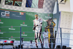 Podium:  tweede plaats Jack Aitken, ART Grand Prix, Racewinnaar George Russell, ART Grand Prix, derde plaats Anthoine Hubert, ART Grand Prix