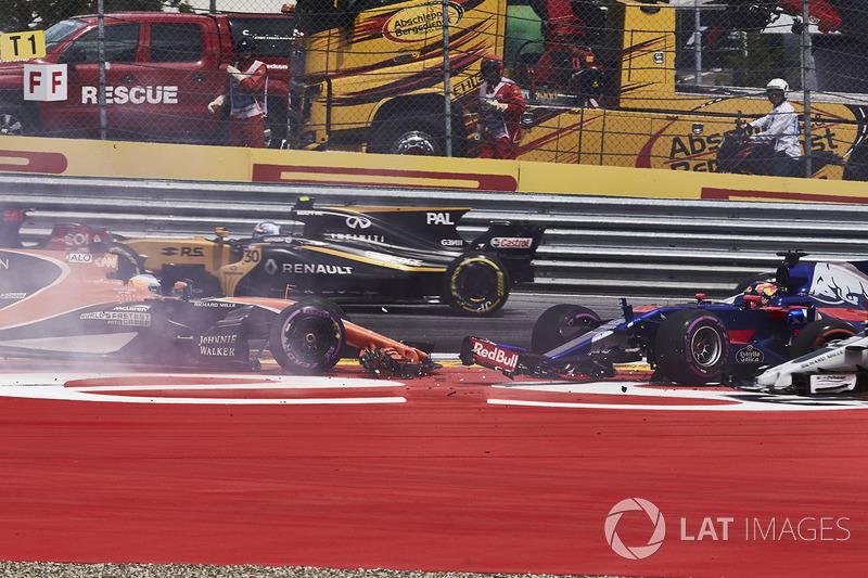 Данііл Квят, Scuderia Toro Rosso STR12, Фернандо Алонсо, McLaren MCL32, Макс Ферстаппен, Red Bull Racing RB13, на старті