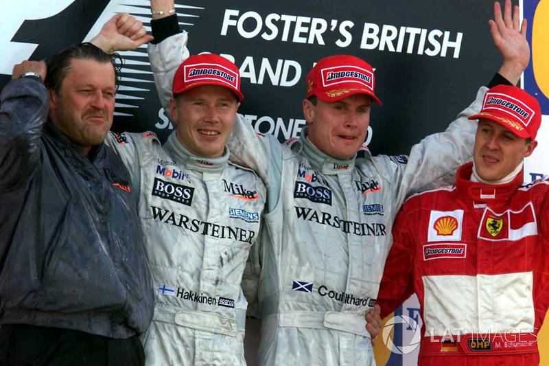 Podium: 1. David Coulthard, McLaren; 2. Mika Häkkinen, McLaren; 3. Michael Schumacher, Ferrari, mit Norbert Haug, Mercedes-Motorsportchef