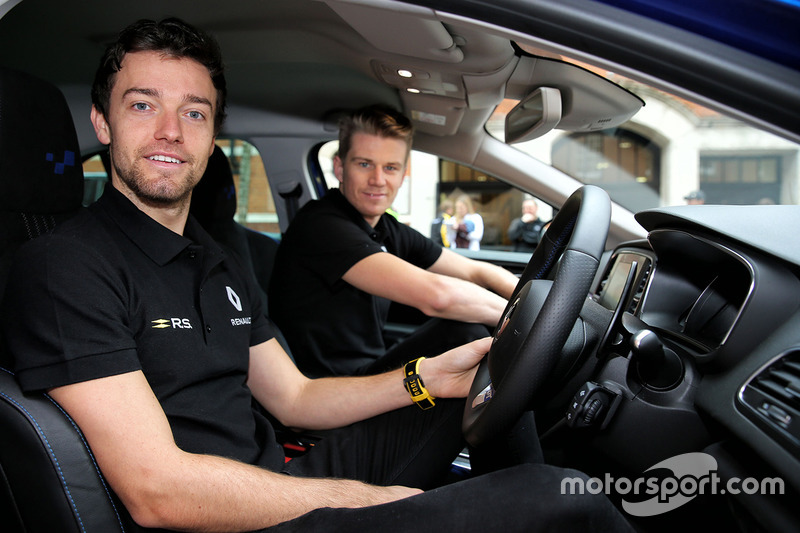 Jolyon Palmer, Renault Sport F1 Team; Nico Hülkenberg, Renault Sport F1 Team