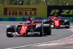 Sebastian Vettel, Ferrari SF70-H e Kimi Raikkonen, Ferrari SF70-H