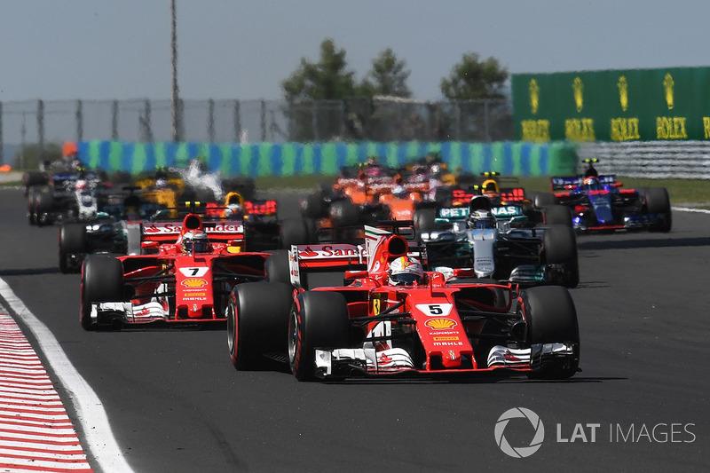Себастьян Феттель, Ferrari SF70-H, лідирує на старті