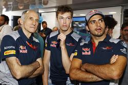 Руководитель команды Scuderia Toro Rosso Франц Тост и гонщики команды Даниил Квят и Карлос Сайнс-мл.