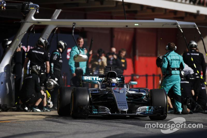 Valtteri Bottas, Mercedes F1 W08, exits his pit area