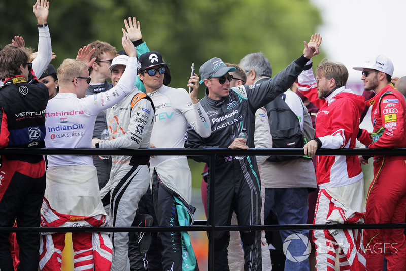 Adam Carroll, Jaguar Racing, during the drivers parade
