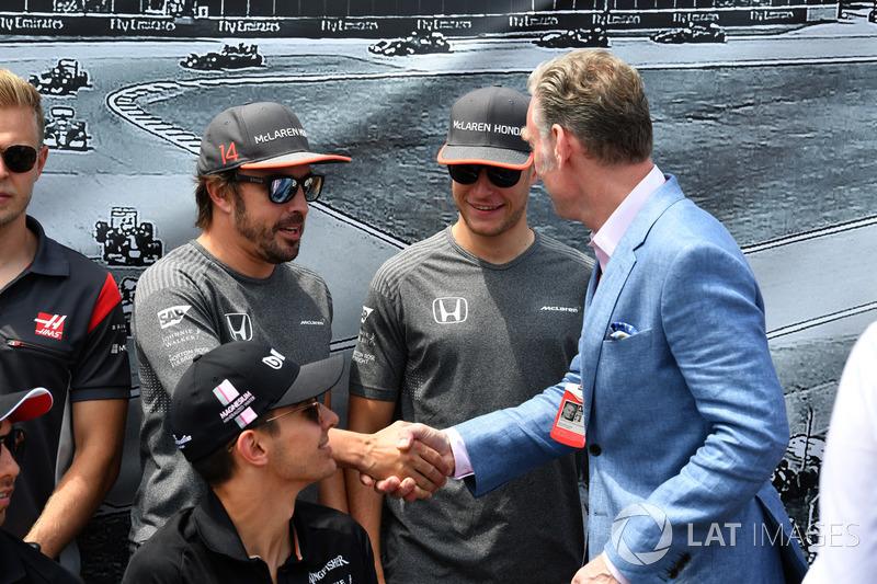 Fernando Alonso, McLaren, Stoffel Vandoorne, McLaren, Sean Bratches, Formel-1-Marketingchef