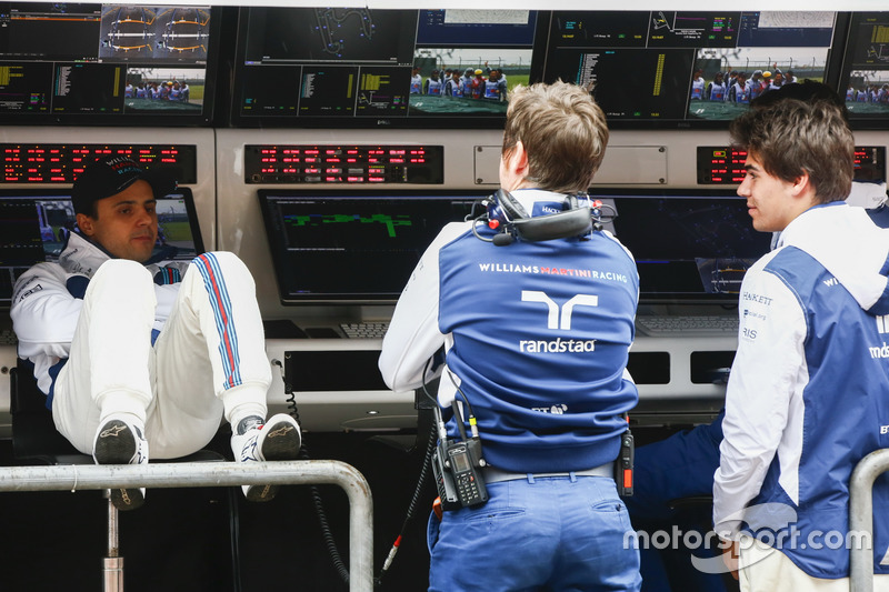Felipe Massa, Williams, Rob Smedley, Head of Vehicle Performance, Williams, and Lance Stroll, Williams, on the pit wall