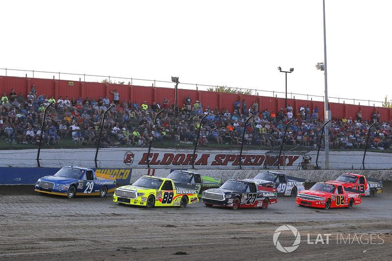 Chase Briscoe, Brad Keselowski Racing Ford y Matt Crafton, ThorSport Racing Toyota green flag start
