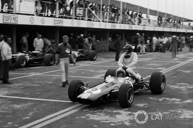 Mexico 1966 : Peter Arundell (Lotus) ramène Jim Clark (Lotus)