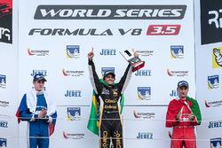 Podio: segundo lugar Egor Orudzhev, AVF, ganador de la carrera Pietro Fittipaldi, Lotus, tercer lugar Alfonso Celis Jr., Fortec Motorsports
