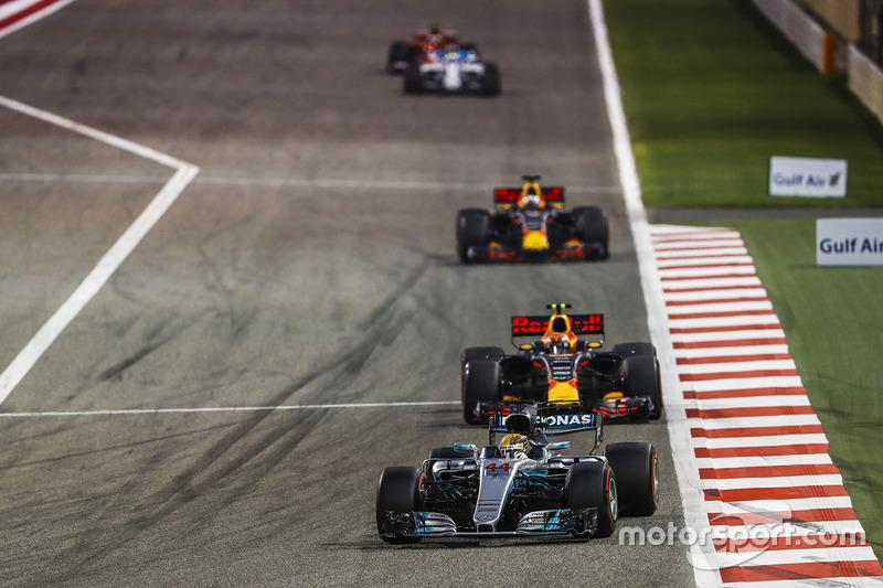 Lewis Hamilton, Mercedes F1 W08, Max Verstappen, Red Bull Racing RB13, Daniel Ricciardo, Red Bull Ra