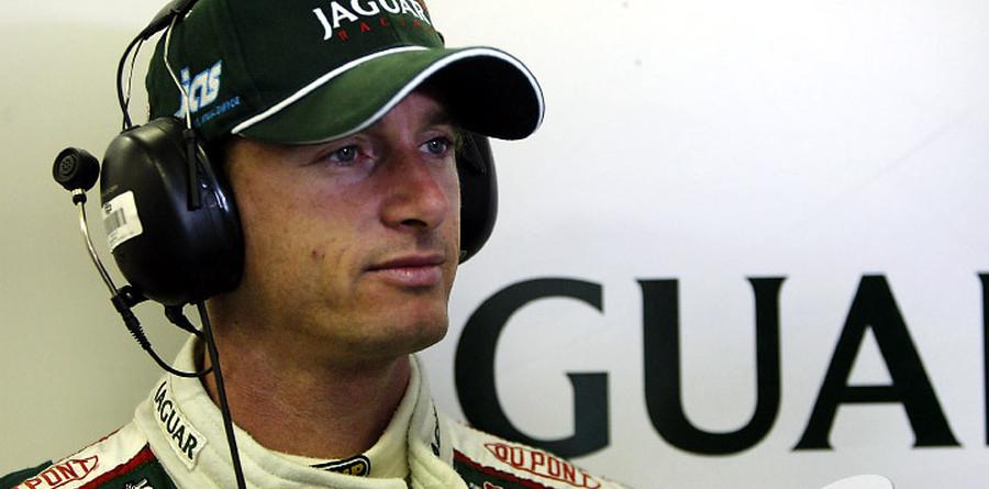 Irvine scorns US racing