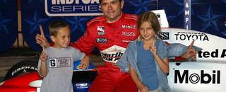 IndyCar IRL: De Ferran going in style, wins Texas pole