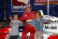 IRL: De Ferran going in style, wins Texas pole