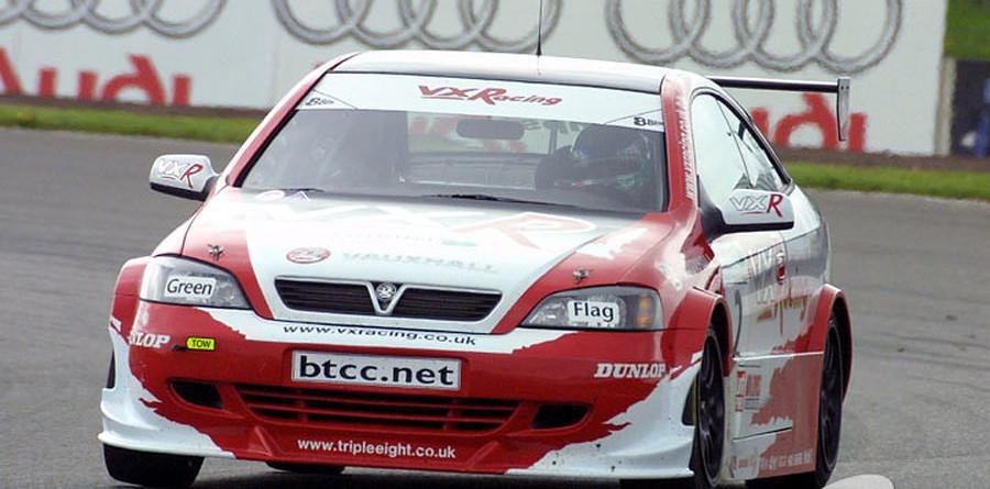 BTCC: Thompson takes dramatic Silverstone race two win