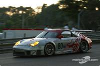 Pace hots up as sun rises over Le Mans