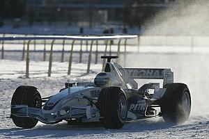 Formula 1 Nostalji Tarihte bugün: Heidfeld buz üstünde gösteri sürüşü yapıyor