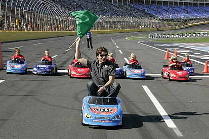 Jeff Gordon races with kids at LMS
